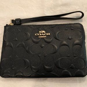🎉HP🎉Coach embossed sig leather wristlet-midnight